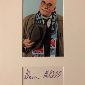 Warren Mitchell was born on January 14, 1926 in Stoke Newington, London, England as Warren Misell